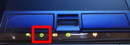 ノートパソコンの電源ランプの写真